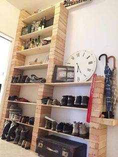Ziemlich cooles Schuhregal aus Backsteinen und Brettern. #DIY #schuhregal #selbstgemacht