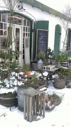 Honning o Flora - shop Garden elements galore!