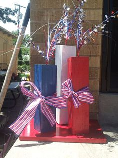 Outdoor of July Decor Great ideas and Tutorials! Including this outdoor fireworks display made from simple wood scrapes from sunshine girl crafts. Fourth Of July Decor, 4th Of July Fireworks, 4th Of July Decorations, 4th Of July Party, July 4th, Outdoor Decorations, Church Decorations, 4x4 Crafts, July Crafts