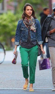 Jessica Alba con chaqueta denim