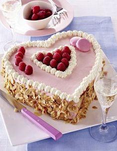 Unser beliebtes Rezept für Himbeerherz-Torte und mehr als 55.000 weitere kostenlose Rezepte auf LECKER.de.