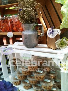 Mesa de dulces vintage morado con verde/ Green and purple vintage candy and snacks bar. www.celebrame.com.mx