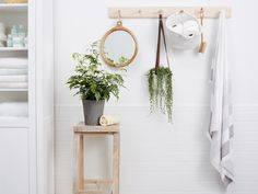 Weve talked about our love for the versatile Shaker peg rail before. Sure it's brilliant in an entryway and on the inside of closets but have you ever thought about using this simple organizing tool in the bathroom? Diy Organization, Bathroom Storage Organization, Cleaning, Household Hacks, Clean House, Cleaning Household, Bathroom, Grout, Dorm Room Storage