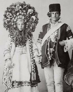 Old Portraits, Vintage Couples, Wedding Costumes, Ethnic Dress, Anthropology, Traditional Wedding, Headdress, Newlyweds, Cool Photos