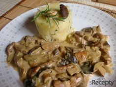 Kuřecí nudličky s houbami v zakysané smetaně