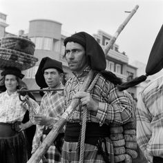 30 Interesting Black and White Photographs That Capture the Fishing Life in Portugal from the ~ vintage everyday Old Pictures, Old Photos, Vintage Photos, Fishing Photography, Fishing Life, My Heritage, Countries Of The World, Portuguese, Black And White