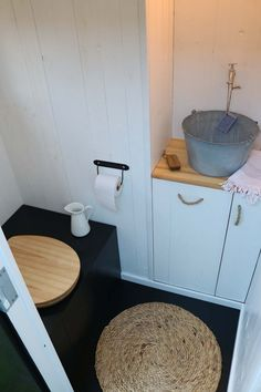 unsere Toilette im Schrebergarten – Frau Meise our toilet in the allotment - Ms. Garden Sink, Paint Your House, Small Gardens, Pool Designs, Indoor Garden, Amazing Gardens, Decoration, Barbecue, Modern Design