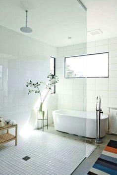 Badezimmer, Wohneinrichtung, Haus Deko, Wohnen, Wäsche Im Badezimmer, Weiße  Fliesen, Weiße Badezimmer, Bad Inspiration, Badewanne, Innenarchitektur, ...