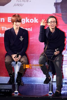 I really like Yoochun's and Jaejoong's outfits in this photo! ^-^
