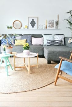 moderner teppich wohnzimmerteppich rund rattanmöbel