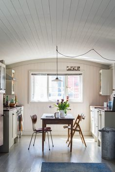 Kitchen in All White No.2005 and Cornforth White No.228