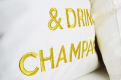 KEEP CALM & DRINK CHAMPAGNE weiß/gold kissen pillow by chillisy® amzn.to/1A0Bxv5