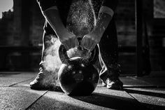 crossfit-kettle-bell-with-chalk-and-hands-picture-id485298294 (509×339)