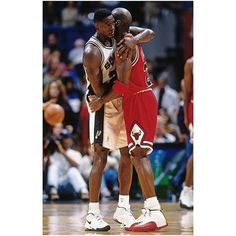 The Human Highlight Film Dominique Wilkins and Michael Jordan Basketball Legends, Sports Basketball, Basketball Players, Basketball Shoes, Basketball Pictures, Sports Pictures, Sports Images, Mike Jordan, Michael Jordan Pictures