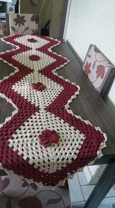 Tapete de mesa Crochet Braids, Easy Crochet, Free Crochet, Knit Crochet, Diy Projects To Try, Crochet Projects, Elf Slippers, Braided Scarf, Crochet Table Runner