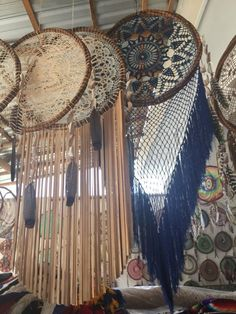 Hand made Dream catchers/ Atrapasueños hechos a mano Doily Dream Catchers, Dream Catcher Decor, Crochet Dreamcatcher, Creative Textiles, Crochet Decoration, Boho Wall Hanging, Craft Show Ideas, Diy Pillows, Diy Arts And Crafts