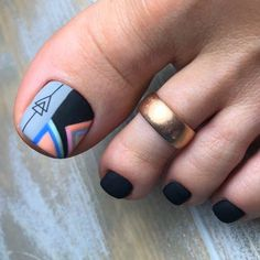 Trendy Geometric Black Toe Nail Colors To Finish A Stylish Look Black Toe Nails, Pretty Toe Nails, Cute Toe Nails, My Nails, Toe Nail Color, Toe Nail Art, Nail Colors, Feet Nail Design, Toe Nail Designs