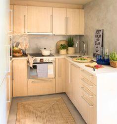 00433790. Cocina de madera con pared de microcemento y alfombra de fibras vegetales_00433790