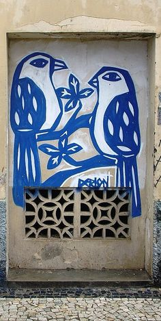 Dois pássaros street art on Rua da Moeda #Recife, #Pernambuco