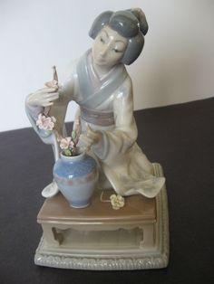 Lladro Japanese Flower Arranger. Japanese Flowers, Collectible Figurines, Pottery Art, Statues, Biscuit, Flower Arrangements, Art Photography, Sculptures, House