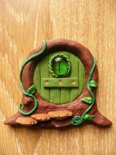 Home sweet gnome Fairy door by artist Frederic Braie Porte de fée en fimo Fairy Doors, Gnomes, Sweet Home, Creations, Bird, Outdoor Decor, Artist, Home Decor, Step By Step