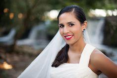 A beautiful bride at a wedding in Leiria, Portugal. Uma linda noiva num casamento em Leiria, Portugal.