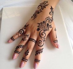 50 Most Beautiful Looking Kuwait Mehndi Design (Kuwait Henna Design) that you can apply on your Beautiful Hand. Pretty Henna Designs, Finger Henna Designs, Henna Designs Easy, Mehndi Designs For Fingers, New Simple Mehndi Designs, Hena Designs, Arabic Henna Designs, Latest Mehndi Designs, Cool Henna