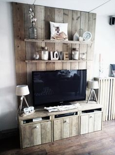 Most Easiest But Practical Recycled Pallet Ideas That Everyone Can Afford: Recycled wooden pallets are so compatible to use and you can turn them into any type of furniture. Types Of Furniture, Pallet Furniture, Palette Shelf, Palette Deco, Diy Home Decor, Room Decor, Diy Entertainment Center, Furniture Collection, Home Projects