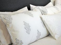 Dein Bett verdient hochwertige Bettwäsche aus Baumwolle, in der du deinen Schönheitsschlaf auskosten kannst. Von Hand bedruckt und zu fairen Bedingungen produziert Indradanush in Indien. Gutes tun kann so angenehm sein. Bed Pillows, Pillow Cases, Cushion, Cotton, Pillows