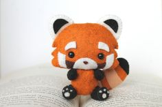 Etsy の PDF Pattern  Felt Red Panda Nogget Plush by typingwithtea