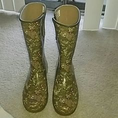 Sperry top-sider rain boots In an army green floral print Sperry Top-Sider Shoes Winter & Rain Boots
