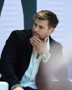 Chris Hemsworth eyed for Green Lantern in Black Adam! Chris Hemsworth Thor, Snowwhite And The Huntsman, Hemsworth Brothers, Australian Actors, Z Cam, Man Thing Marvel, Marvel Actors, Celebrity Dads, Celebrity Style