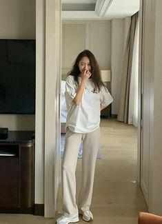 Normcore Fashion, Kpop Fashion Outfits, Korean Outfits, Korean Girl Fashion, Korea Fashion, Asian Fashion, Simple Outfits, Classy Outfits, Stylish Outfits
