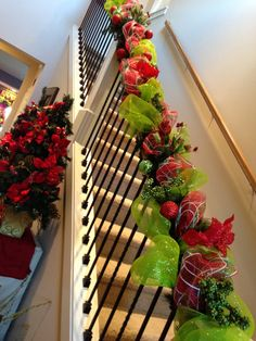 Savvy Seasons by Liz: Banister Sneak Peek - This would be so easy to do to you banister.