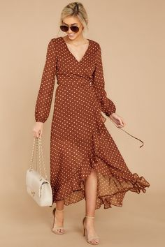 35 Adorable Brown Dress For You Page 1 of 9 Prom Makeup For Red Dress Adorable brown dress Page Mode Outfits, Dress Outfits, Dress Shoes, Shop Red Dress, Trend Fashion, Fashion Design, White Dress Summer, Summer Dresses, Frack