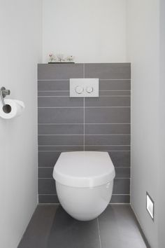 Simpel, strak toilet Toilet back wall idea