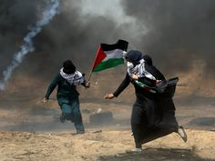 Israel clashes with Gaza protesters for seventh week running Israel Gaza, Palestine Art, Palestine History, Islamic World, Gas Fires, Photos Of The Week, Jerusalem, First Night, Cool Photos