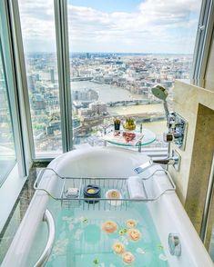 Shangri-La Hotel, At The Shard, London / ph: MichuTravel