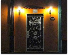 Detalle de la puerta principal. Cuba, Furniture, Home Decor, Main Door, Havana, Parks, Decoration Home, Room Decor, Home Furnishings