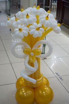 A different kind of flower bouquet 💐 Balloon Crafts, Birthday Balloon Decorations, Balloon Gift, Balloon Garland, Birthday Balloons, Balloon Arrangements, Balloon Centerpieces, Ballon Flowers, Baloon Art
