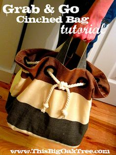 This Big Oak Tree: Grab & Go Cinched Rope Bag {Tutorial} This could be used to customize an already existing tote bag for any occasion or lifestyle. Perhaps red tote with black grommets and a chain ran thru with a skull accent? Purse Patterns, Sewing Patterns Free, Free Sewing, Sewing Tutorials, Bag Tutorials, Pattern Sewing, Cinch Bag, Tote Tutorial, Tutorial Sewing