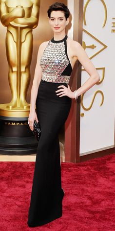 When Anne Hathaway walked the red carpet tonight, she turned heads — and not just with the crystal-embroidered bodice of her Gucci gown, but that bare Anne Hathaway Oscar, Anne Jacqueline Hathaway, Celebrity Red Carpet, Celebrity Dresses, Celebrity Style, Gucci Gown, Mode Glamour, Oscar Fashion, Fashion 2014