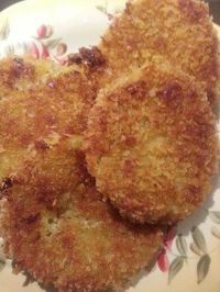 Fried Green Tomatoes Recipe From the Fried green tomatoes are high in vitamin C and has antioxidant properties. This fried green tomatoes recipe my grandmother taught me how to make is an easy recipe.Fried green tomatoes are high in vitamin C and ha Side Dish Recipes, Vegetable Recipes, Spinach Recipes, Veggie Food, Recipes Dinner, Breakfast Recipes, Fried Tomatoes, Fried Green Tomatoes Recipe Easy, Grow Tomatoes
