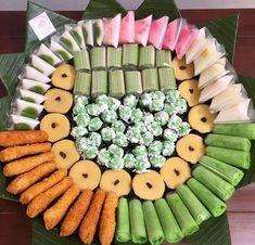 Indonesian Desserts, Indonesian Cuisine, Asian Desserts, Indonesian Food Traditional, Traditional Cakes, Donut Recipes, Dessert Recipes, Cooking Recipes, Bolu Cake