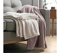 Plyšový pléd s reliéfnou vzorkou | blancheporte.sk #blancheporte #blancheporteSK #blancheporte_sk #textil #home #textile #domov #dekoracie #vanoce Blanket, Bed, Stream Bed, Blankets, Beds, Cover, Comforters, Bedding