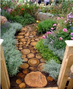 cute diy garden path idea, diy, flowers, gardening, landscapes, outdoor living, Mixing sizes is key to the complete look