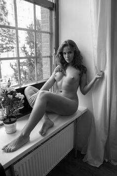 Julia at the window Portrait, Windows, Kiel, Portrait Illustration, Window, Portraits, Ramen, Head Shots