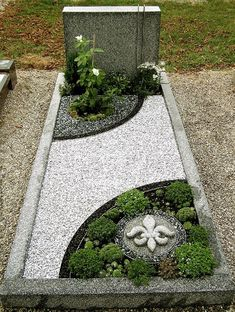 to close image, click and drag to move. Use arrow keys for next and previous. Cheap Landscaping Ideas, Front Yard Landscaping, Cemetary Decorations, Vertical Garden Design, Cemetery Headstones, Memorial Flowers, Cemetery Flowers, Gravel Garden, Garden Planning