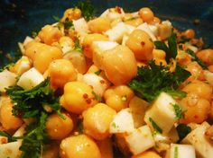 Chickpea and Celery Salad = 800 g frozen chickpeas 4 stalks celery, sliced into 1/2 cm pieces 1/4 cup parsley, chopped Dressing 1/3 cup orange juice 3 tablespoons canola oil 1 tablespoon honey 1 teaspoon whole grain Dijon mustard 1 teaspoon finely grated gingerroot 1 teaspoon crushed garlic 1 orange, zest of, grated salt and pepper    Read more at: http://www.food.com/recipe/chickpea-and-celery-salad-302923?oc=linkback