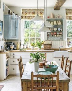 Rustic kitchen presents a certain warmth and charm, giving a cozy look right in the heart of your home. There are a lot of rustic kitchen inspirations that can help you create the kitchen of your dreams. Kitchen Nook, Kitchen Decor, Kitchen Design, Kitchen Tips, Kitchen Cabinets, Elegant Home Decor, Elegant Homes, Cottage Kitchens, Home Kitchens